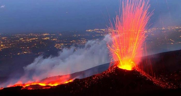 Eruption du volcan ETNA en Italie